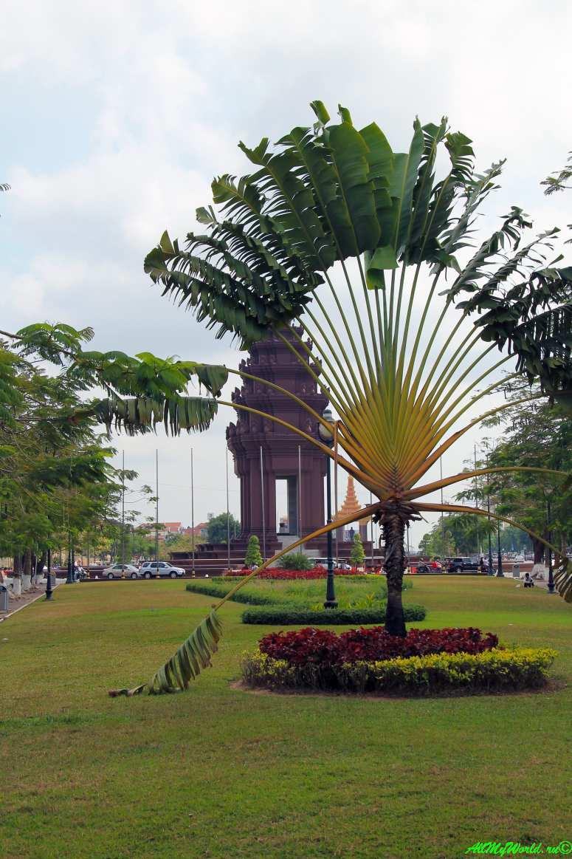 город Пномпень (Пном Пень) столица Камбоджи достопримечательности Монумент Независимости