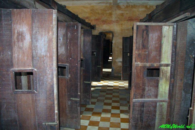 город Пномпень (Пном Пень) столица Камбоджи достопримечательности Музей геноцида Туолсленг фото