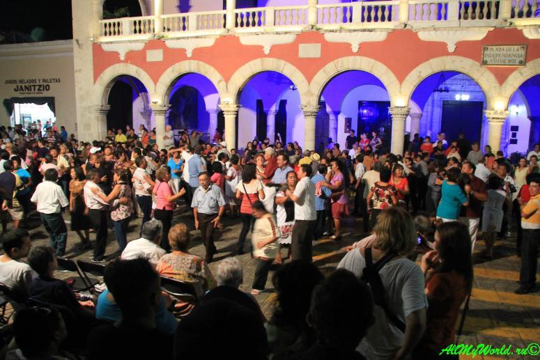 Мексика Мерида ночные танцы