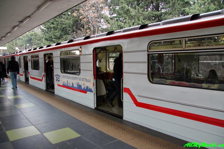 Грузия: городской транспорт в Тбилиси метро