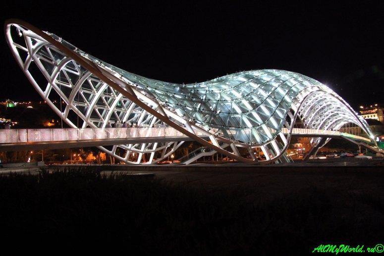 Достопримечательности Тбилиси - Старый Тбилиси фото мост Мира