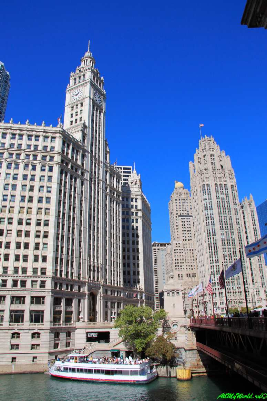 США, город Чикаго: достопримечательности и фото - башня Ригли (Wrigley Building) и Трибьюн-тауэр (Tribune Tower)