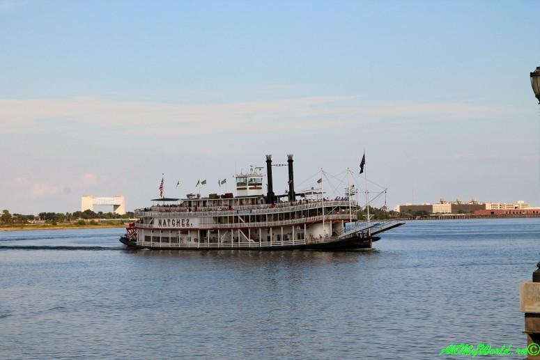 США, город Новый Орлеан - Миссисипи пароход Natchez фото