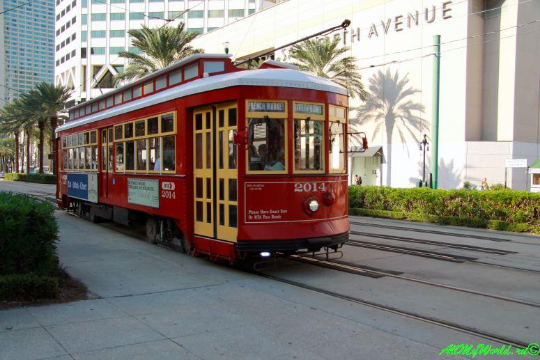 США, город Новый Орлеан - старинный трамвай фото