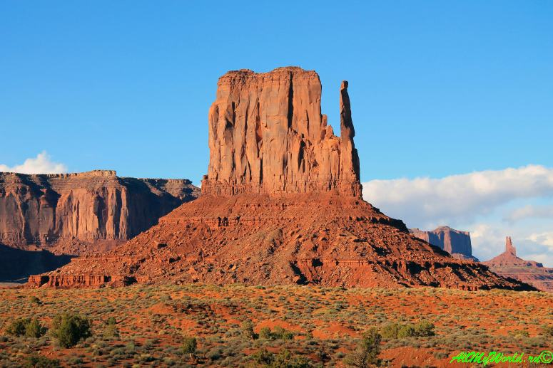Парк Долина Монументов (Monument Valley) в США фото