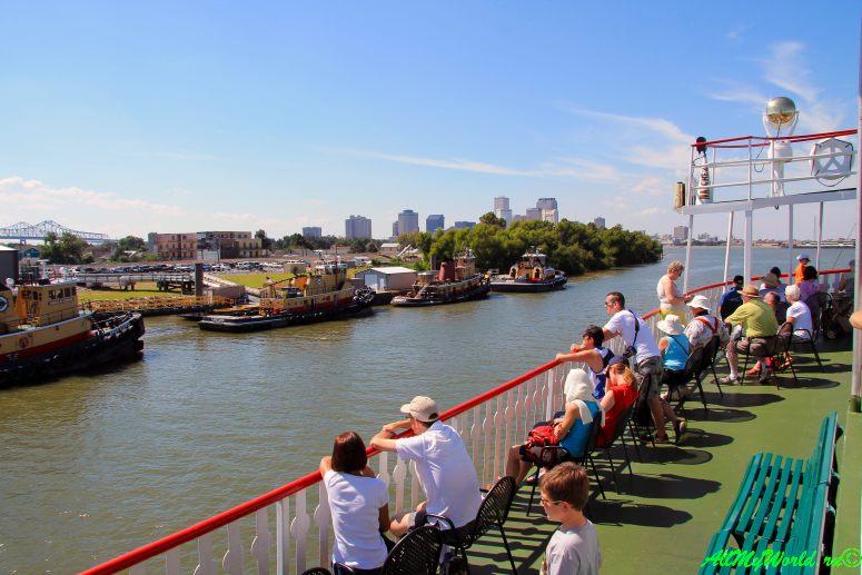 США, город Новый Орлеан - Миссисипи на пароходе Natchez фото