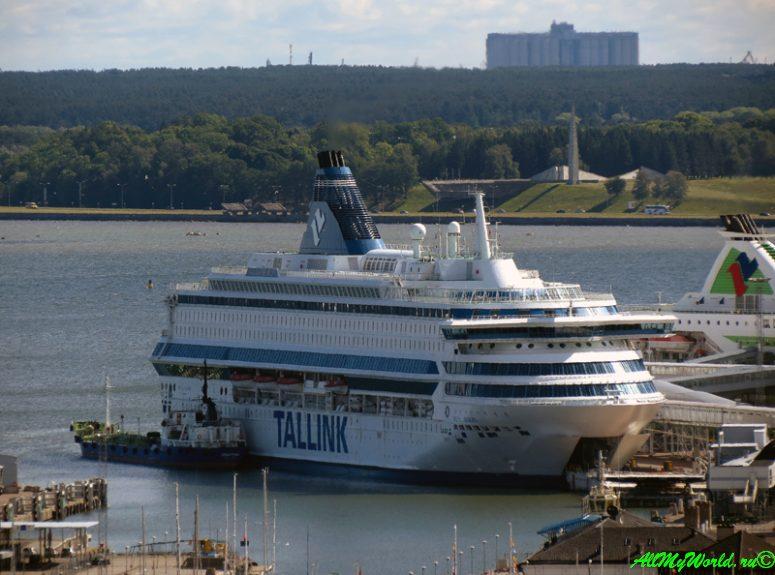 Паром Tallink в порту Таллина