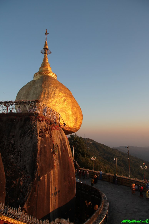 Достопримечательности Мьянмы: пагода Золотой камень (Golden Rock) - много фото