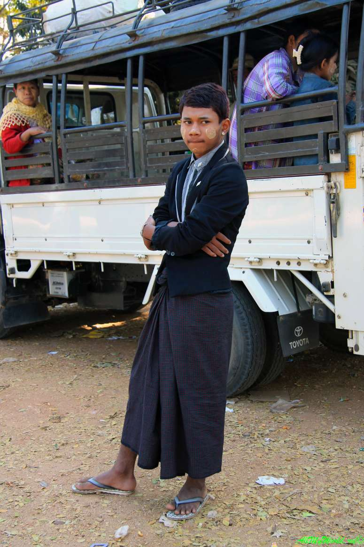 Мьянма, Янгон, мужская юбка лонджи