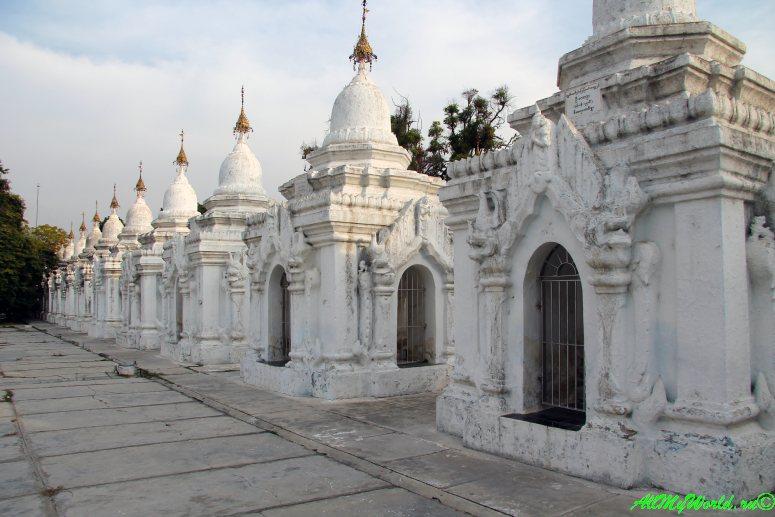 Мьянма город Мандалай пагода Кутодо фото