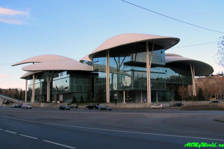 Тбилиси: проспект Руставели Дом юстиции
