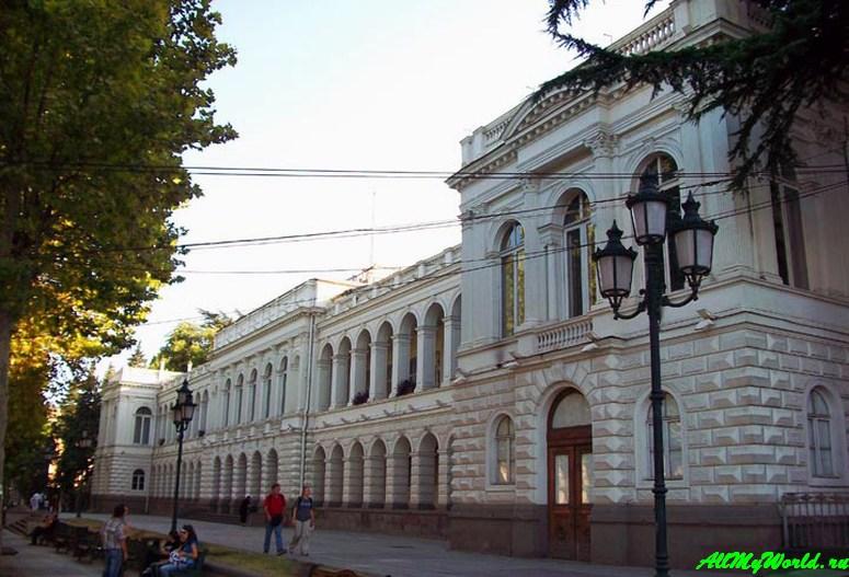 Тбилиси: проспект Руставели Воронцовский дворец