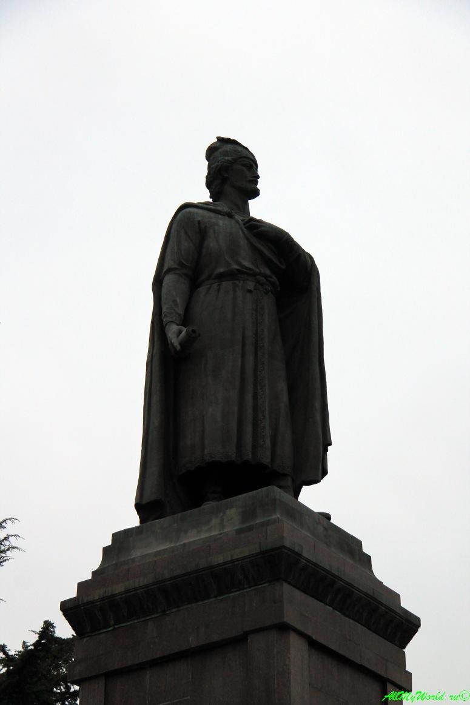 Районы Тбилиси: площадь Революции Роз