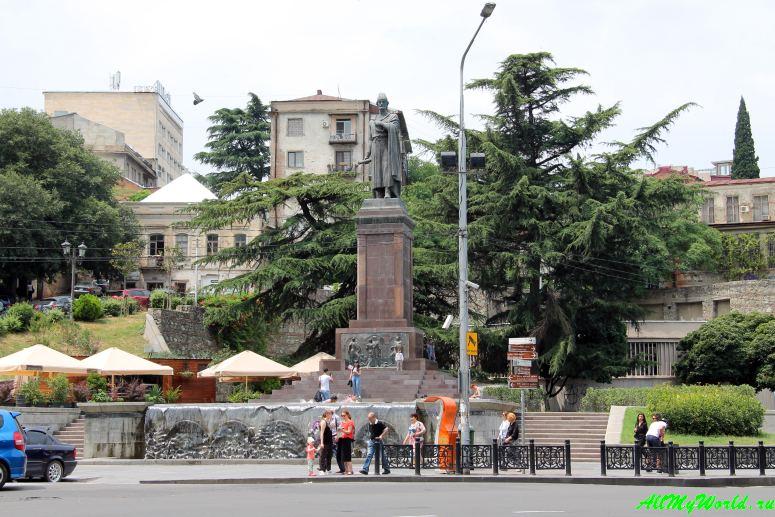 Тбилиси: проспект Руставели и правый берег Куры