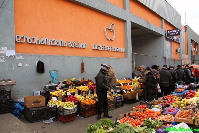 Шоппинг в Тбилиси: где покупать продукты, вино, сувениры и одежду - Дезертирский рынок