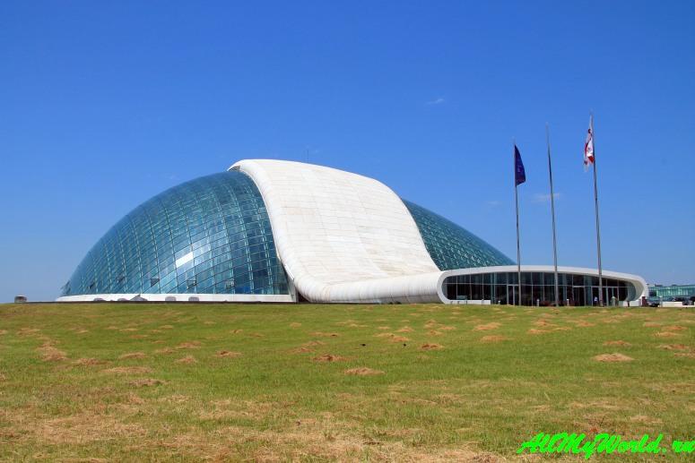 Достопримечательности Кутаиси: что посмотреть в городе - здание Парламента в Кутаиси