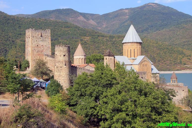 Грузия: крепость Ананури