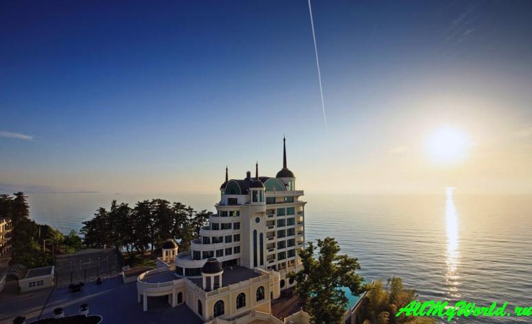 Грузия: пляж Цихисдзири, крепость Петра и отель Castello Mare