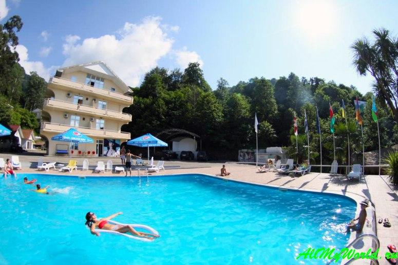 Отели и апартаменты Квариати - Hotel Martini