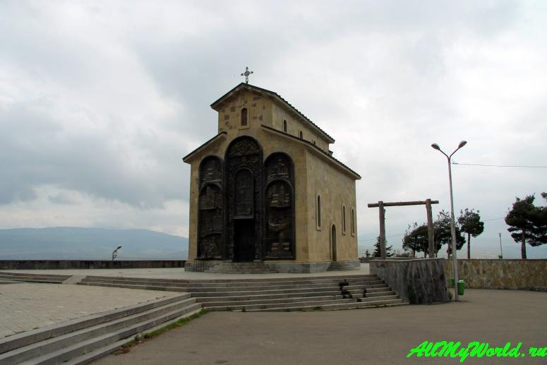 """Тбилисское море: солнце, воздух, вода и """"История Грузии"""""""