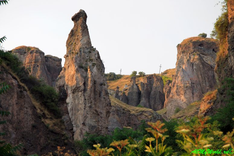 Пещерный город Хндзореск - лучшие достопримечательности Армении