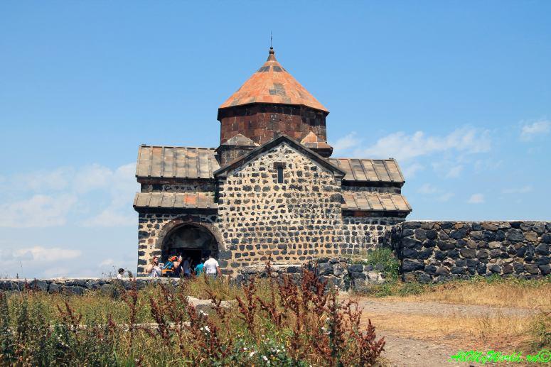 Озеро Севан в Армении: монастырь Севанаванк