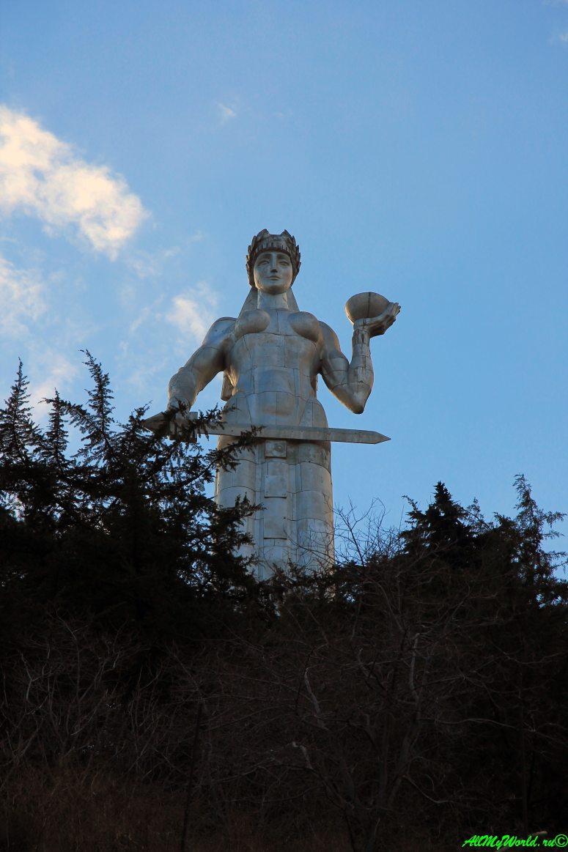 """Достопримечательности Тбилиси - статуя """"Мать Грузия"""""""