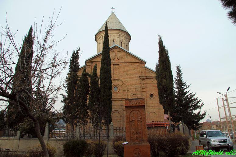 Достопримечательности Тбилиси - армянский храм Нор-Эчмиадзин