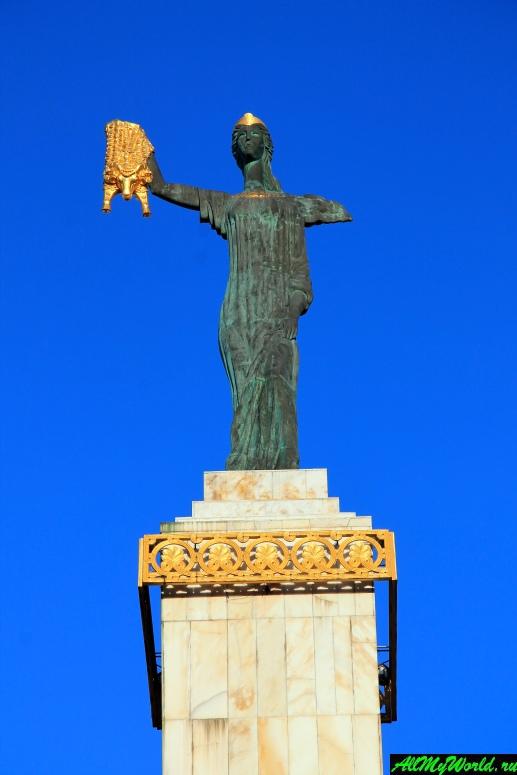 Достопримечательности Батуми: статуя Медеи
