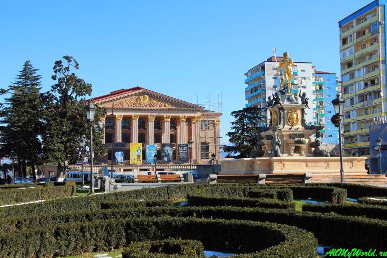 Достопримечательности Батуми: площадь Эры (Театральная площадь)