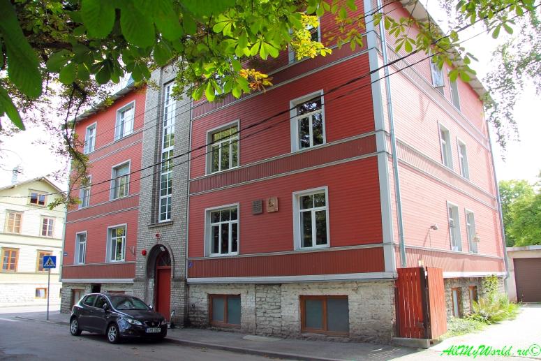 Достопримечательности Таллина - дом Довлатова в районе Каламайя