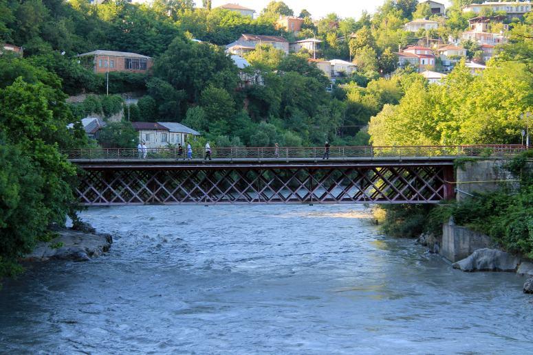Достопримечательности Кутаиси: Красный мост