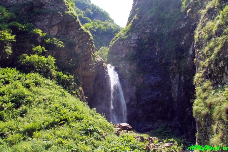Военно-грузинская дорога: водопады и озеро Гвелети