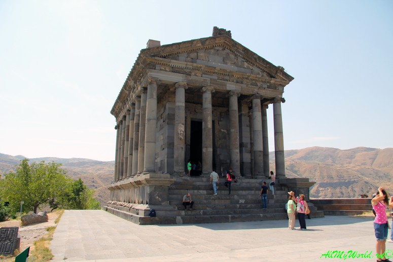 Достопримечательности в окрестностях Еревана - языческий храм Гарни