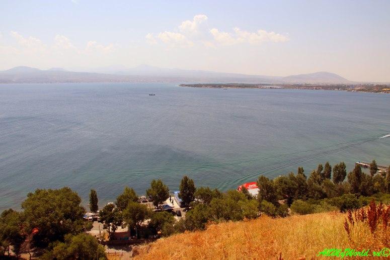 Достопримечательности в окрестностях Еревана - озеро Севан