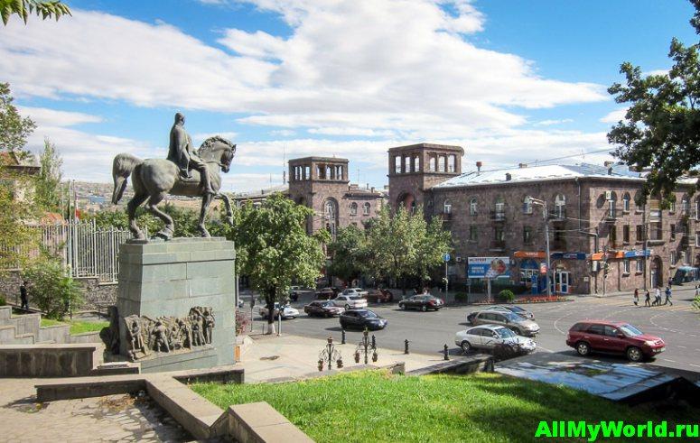 Достопримечательности Еревана - проспект Баграмяна