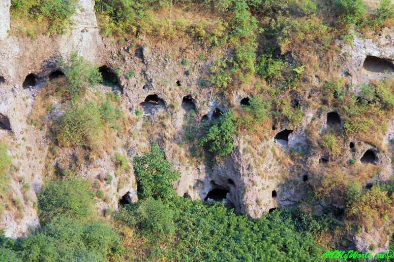 Достопримечательности Армении - пещерный город Хндзореск