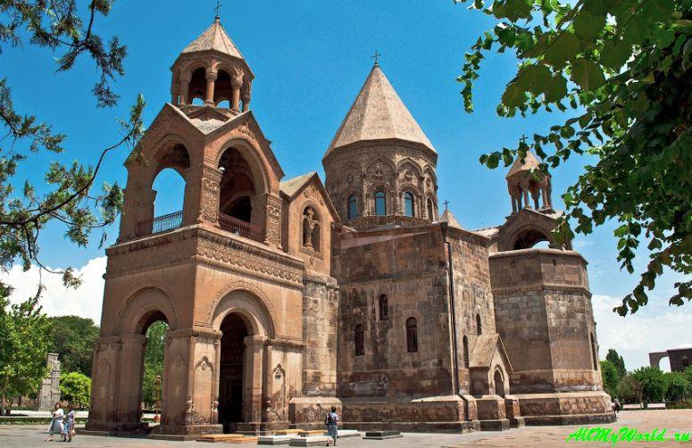 Достопримечательности Армении - Святой Эчмиадзин