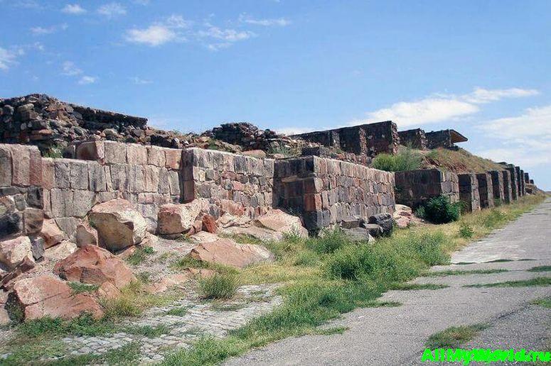 Достопримечательности Армении - крепость музей Эребуни
