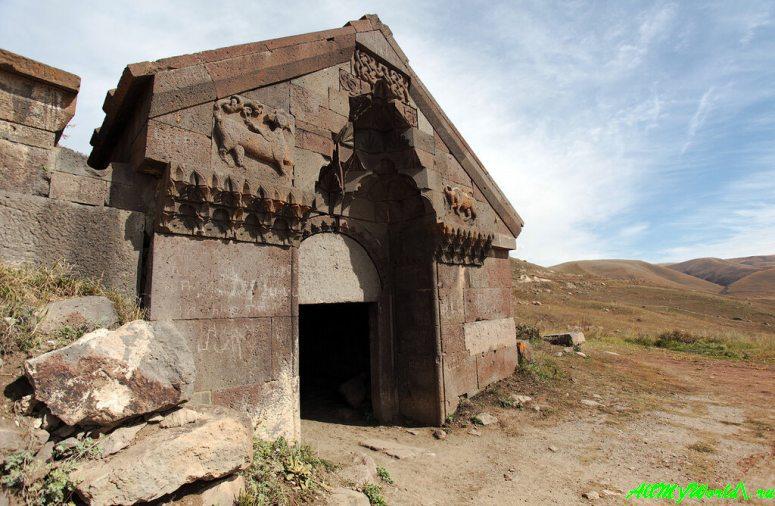Достопримечательности Армении - караван-сарай князя Орбеляна