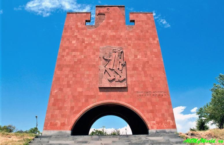Достопримечательности Армении - мемориал Мусалер