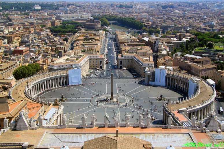 Достопримечательности Рима: площадь Святого Петра в Ватикане