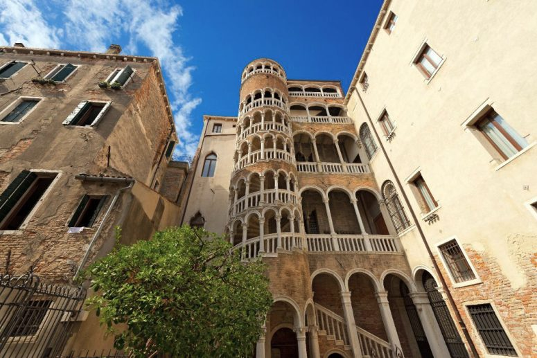 Достопримечательности Венеции: палаццо Контарини-дель-Боволо