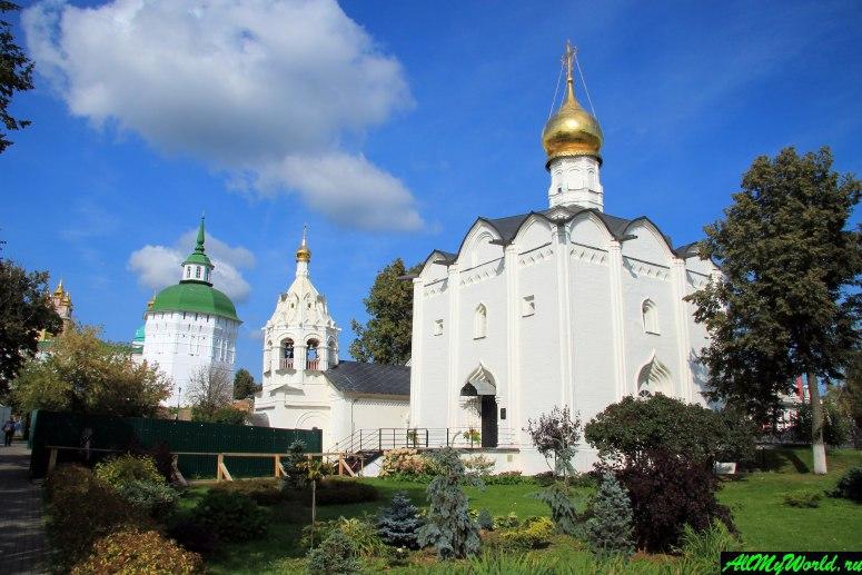 Достопримечательности Сергиева-Посада: Введенская церковь и Пятницкое подворье