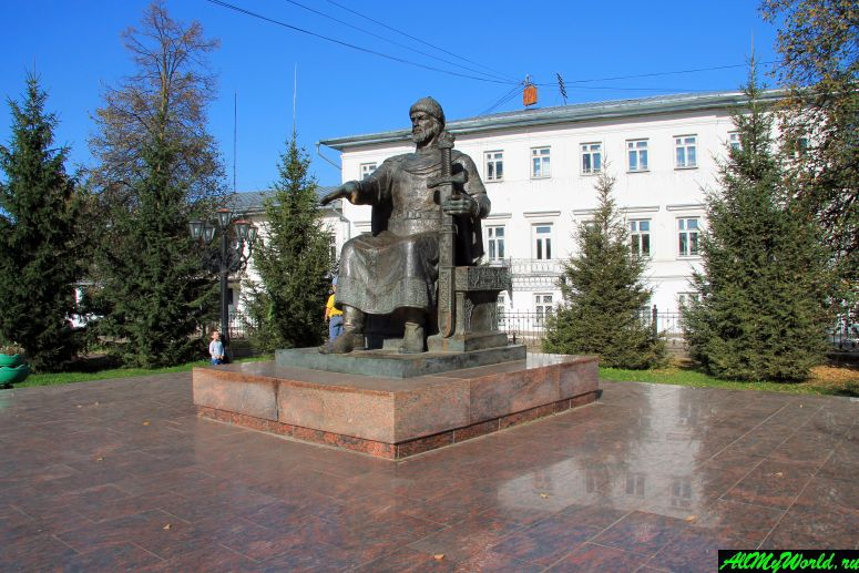 Достопримечательности Костромы: памятник Юрию Долгорукому