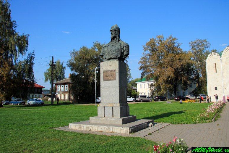 Достопримечательности Переславля-Залесского: памятник Александру Невскому