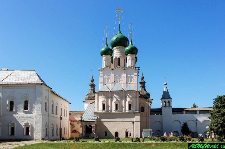 Достопримечательности Ростова Великого: надвратный храм Святого Иоанна Богослова
