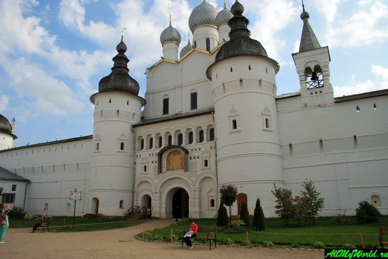 Достопримечательности Ростова Великого: надвратный храм Воскресения Христова