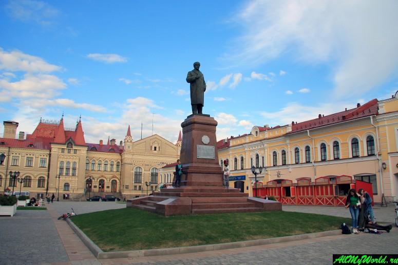 Достопримечательности Рыбинска: Красная площадь и памятник Ленину