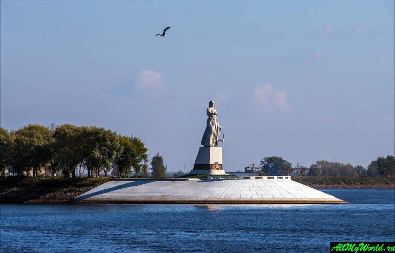 Достопримечательности Рыбинска: монумент {amp}quot;Мать-Волга{amp}quot;